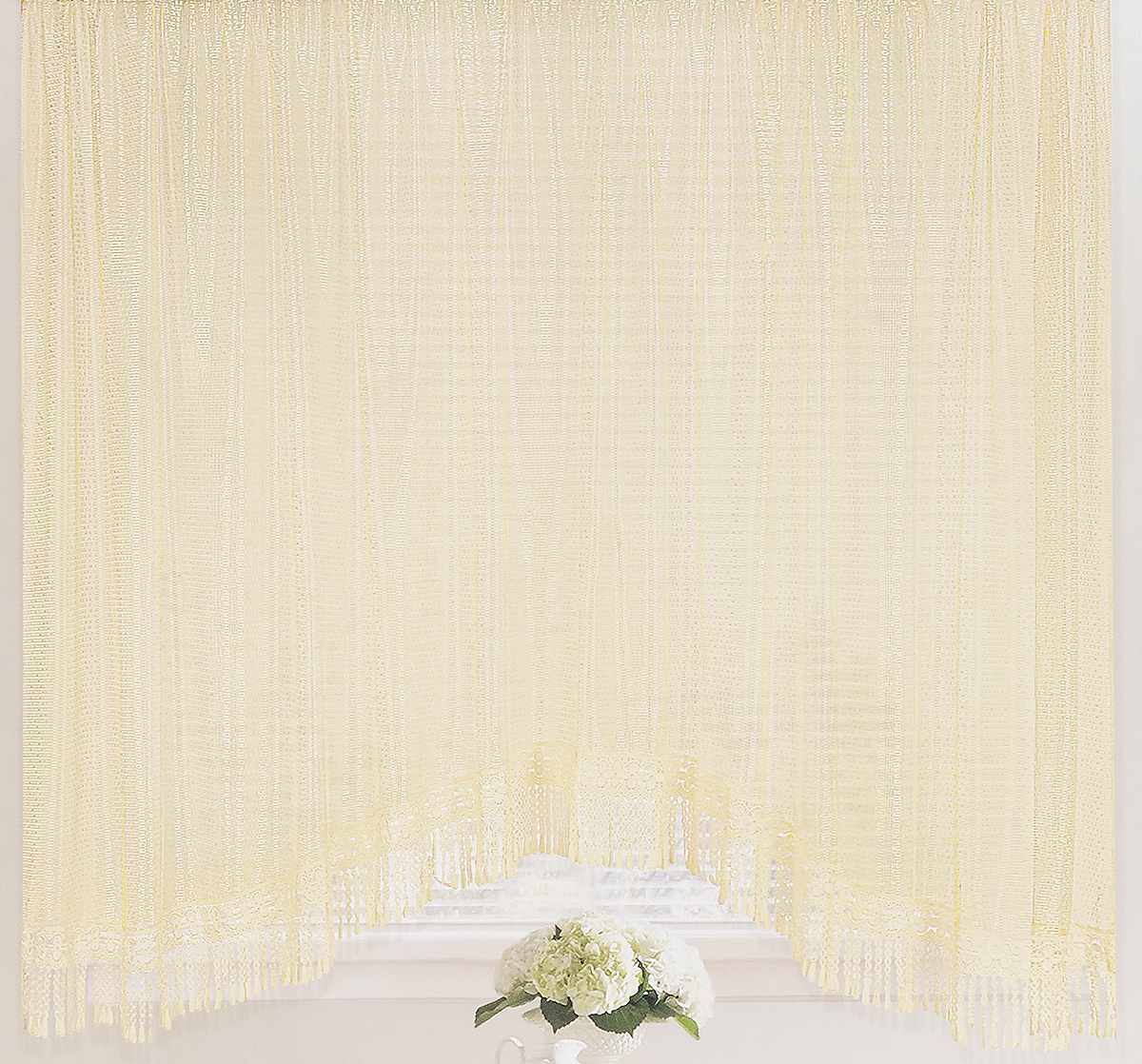 Штора-арка ТД Текстиль Капли росы, на ленте, цвет: молочный, высота 165 см82650Штора-арка ТД Текстиль Капли росы великолепно украситлюбое окно. Штора выполнена из качественного сетчатогополиэстера и декорирована бахромой.Полупрозрачная ткань, оригинальный дизайн и приятнаяцветовая гамма привлекут к себе внимание и позволят штореорганично вписаться в интерьер помещения.Штора крепится на карниз при помощи шторной ленты, котораяпоможет красиво и равномерно задрапировать верх. Изделиеотлично подходит для кухни, столовой, спальни.
