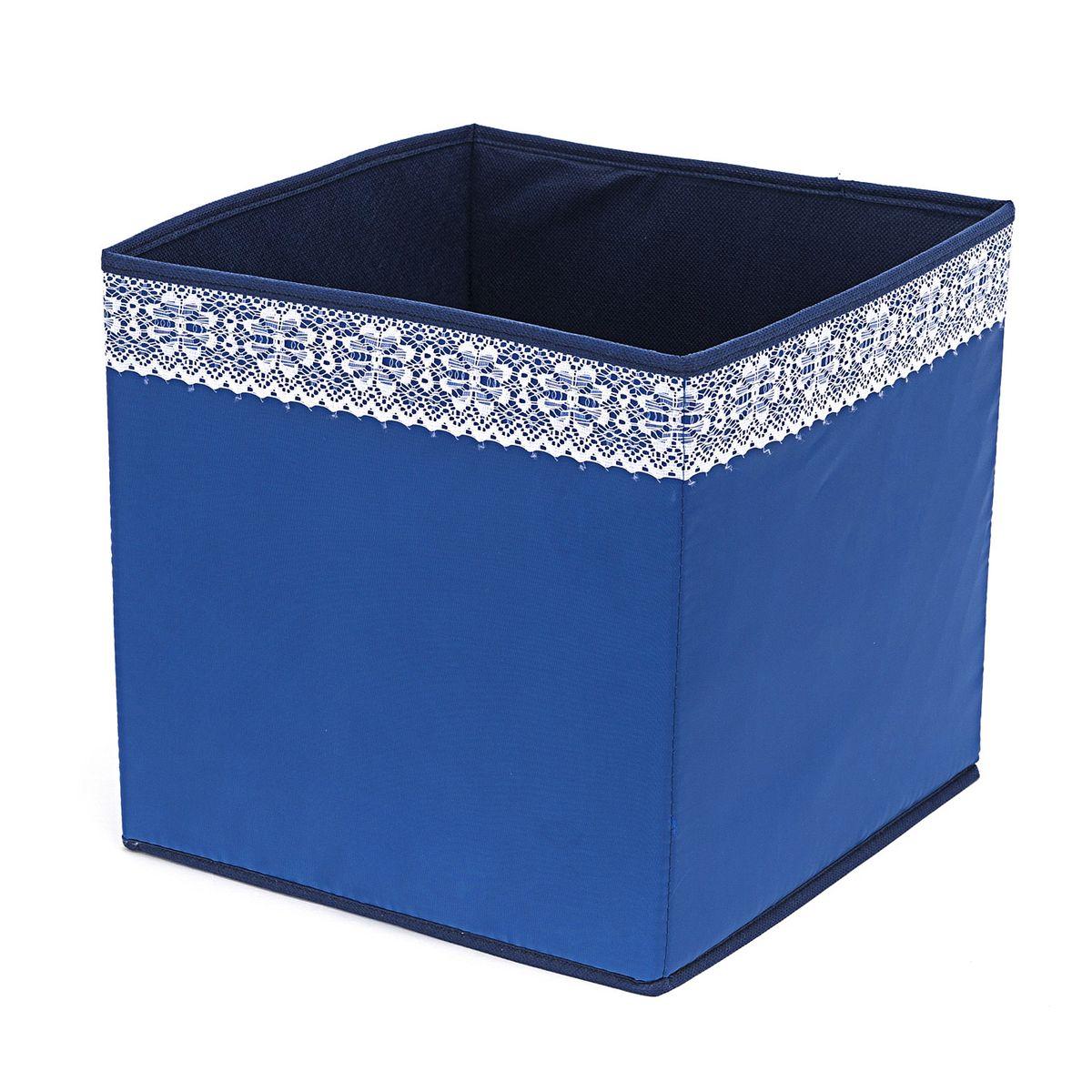 Кофр для хранения Homsu Winter, 27 х 27 х 27 смHOM-311Кофр для хранения Homsu Winter изготовлен из высококачественного нетканого полотна и декорирован вставкой из кружева. Кофр имеет одно большое отделение, где вы можете хранить различные бытовые вещи, нижнее белье, одежду и многое другое. Вставки из картона обеспечивают прочность конструкции. Стильный принт, модный цвет и качество исполнения сделают такой кофр незаменимым для хранения ваших вещей.