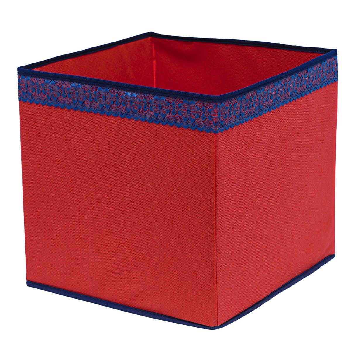 Кофр для хранения Homsu Rosso, 32 х 32 х 32 смHOM-324Кофр для хранения Homsu Rosso изготовлен из высококачественного нетканого полотна и декорирован вставкой из кружева. Кофр имеет одно большое отделение, где вы можете хранить различные бытовые вещи, нижнее белье, одежду и многое другое. Вставки из картона обеспечивают прочность конструкции. Стильный принт, модный цвет и качество исполнения сделают такой кофр незаменимым для хранения ваших вещей.