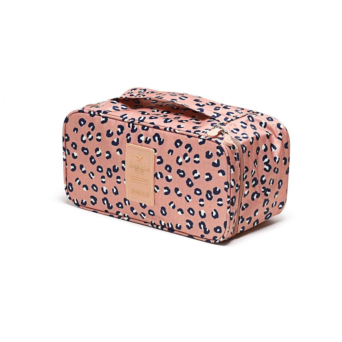 Косметичка-органайзер Homsu Леопард, 28 x 13 x 15 смHOM-357Косметичка-органайзер Homsu Леопард выполнена из высококачественного полиэстера. Закрывается изделие на застежку-молнию. Внутри имеется 4 отделения для мелочей, а также дополнительная сумочка размером 22 х 14 см, которая крепится к косметичке посредством липучки и надежно защищает ваши вещи за счет удобной молнии. Теперь вы сможете всегда брать с собой все, что вам может понадобиться. Сверху органайзера имеется ручка для удобной переноски. Косметичка-органайзер Homsu Леопард станет незаменимым аксессуаром для любой девушки.Размер косметички: 28 х 13 х 15 см. Размер сумочки: 22 х 14 см.