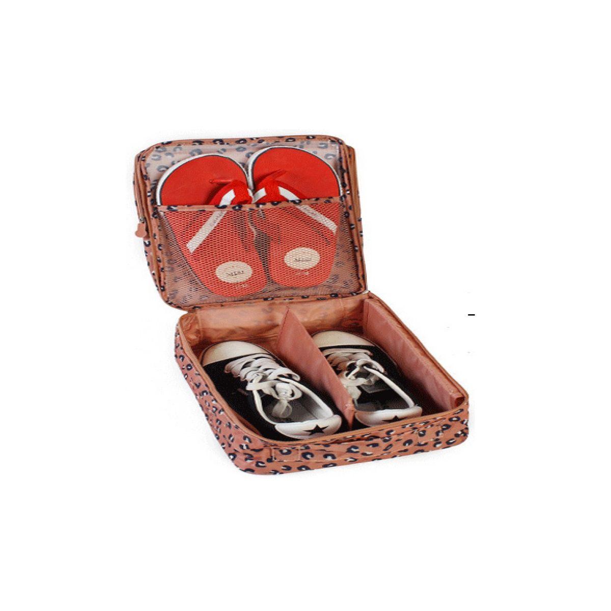 """Органайзер для обуви Homsu """"Леопард"""" изготовлен  из 100%  полиэстера. Экономичная замена  пластиковым пакетам и громоздким коробкам.  Органайзер закрывается на молнию. Имеется ручка  для удобной переноски. Внутри  органайзер разделен на 2 отделения для обуви с  дополнительным сетчатым кармашком. Очень компактный и очень удобный, такой  органайзер  поможет вам хранить обувь в чистоте и порядке. Размер: 32 х 20 х 13 см."""