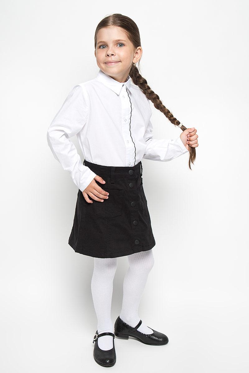Блузка для девочки Orby School, цвет: белый. 64152_OLG, вар.1. Размер 122, 7-8 лет64152_OLG, вар.1Элегантная блузка для девочки Orby School идеально подойдет для школы. Изготовленная из хлопка с добавлением полиэстера и эластана, она необычайно мягкая, легкая и приятная на ощупь, не сковывает движения и позволяет коже дышать, не раздражает даже самую нежную и чувствительную кожу ребенка, обеспечивая наибольший комфорт.Блузка с отложным воротником и длинными рукавами застегивается на пуговицы по всей длине. Низ рукавов дополнен узкими манжетами с пуговицами. Вдоль планки расположена узкая оборка с контрастной отстрочкой по краю.Такая блузка - незаменимая вещь для школьной формы, отлично сочетается с юбками, брюками и сарафанами. Эта модель всегда выглядит великолепно!
