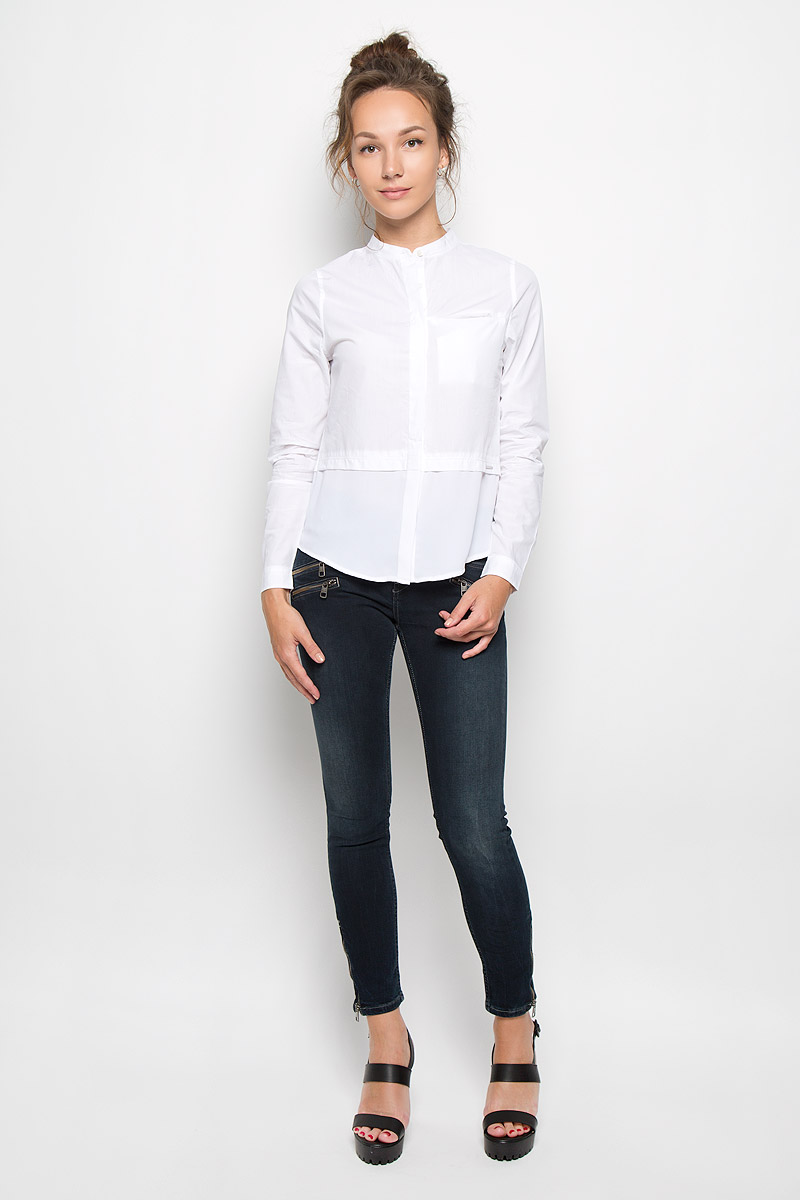 Блузка женская Calvin Klein Jeans, цвет: белый. J20J200515_9650. Размер L (46/48)KA4924_Light Blue ChambrayСтильная женская блузка Calvin Klein Jeans, выполненная из натурального хлопка, подчеркнет ваш уникальный стиль и поможет создать женственный образ. Модель c круглым вырезом горловины и длинными рукавами застегивается на пуговицы скрытые под планкой. Низ рукавов дополнен манжетами на пуговицах. Низ изделия выполнен из полупрозрачного легкого полиэстера. Блуза спереди дополнена небольшим втачным карманом, расположенным на уровне груди. Такая блузка будет дарить вам комфорт в течение всего дня и послужит замечательным дополнением к вашему гардеробу.