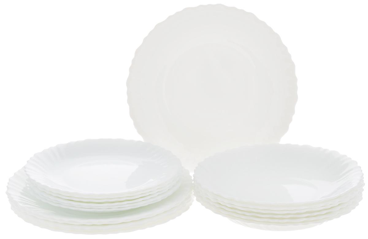 """Набор Luminarc """"Feston"""" состоит из 6 суповых тарелок, 6 обеденных тарелок и 6 десертных тарелок. Изделия выполнены из ударопрочного стекла, имеют яркий дизайн с рисунком по краям и классическую круглую форму. Посуда отличается прочностью, гигиеничностью и долгим сроком службы, она устойчива к появлению царапин и резким перепадам температур.  Такой набор прекрасно подойдет как для повседневного использования, так и для праздников или особенных случаев.  Набор столовой посуды Luminarc """"Feston"""" - это не только яркий и полезный подарок для родных и близких, а также великолепное дизайнерское решение для вашей кухни или столовой.  Можно мыть в посудомоечной машине и использовать в микроволновой печи.  Диаметр суповой тарелки: 21 см.  Высота суповой тарелки: 3 см. Диаметр обеденной тарелки: 23 см.  Высота обеденной тарелки: 2 см.  Диаметр десертной тарелки: 19 см.  Высота десертной тарелки: 1,7 см."""