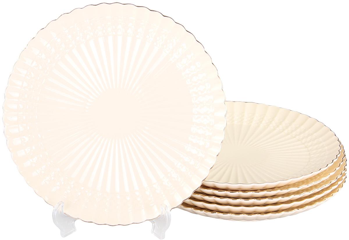 Набор обеденных тарелок Patricia Грейс Голд, диаметр 26 см, 6 штIM52-4010Набор Patricia состоит из шести обеденных тарелок, выполненных из фарфора высокого качества и украшенных позолотой. Благодаря безукоризненному дизайну и качеству эти тарелки прослужат вам много лет. Не рекомендуется мыть в посудомоечной машине и использовать в микроволновой печи.