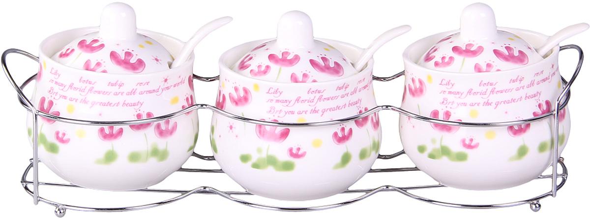 Набор банок Patricia, на подставке, 3 предмета, 200 мл. IM99-5206IM99-5206Набор банок на металлической подставке выполнены из высококачественного фарфора, включает в себя 3 банки различных размеров. Плотно закручивающая крышка на банке позволит хранить чай,кофе и многие другие сыпучие продукты. А дизайн таких банок украсит кухню любой хозяйки.
