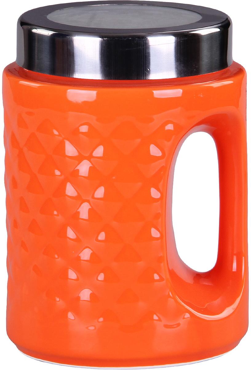 Банка для сыпучих продуктов Patricia, цвет: оранжевый, высота 18 смIM99-5245Банка для сыпучих продуктов Patricia выполнена из глазурованной керамики высокого качества и оформлена рельефом. Банка снабжена плотно закрывающейся крышкой и удобной ручкой. Она идеально подойдет для хранения чая, кофе, сахара, круп и других сыпучих продуктов. Прозрачная вставка в крышке позволяет видеть содержимое. Изделие сохраняет продукты свежими и ароматными на длительное время. Функциональная и вместительная, такая банка станет незаменимым аксессуаром и стильно оформит интерьер кухни.Высота банки: 18 см.