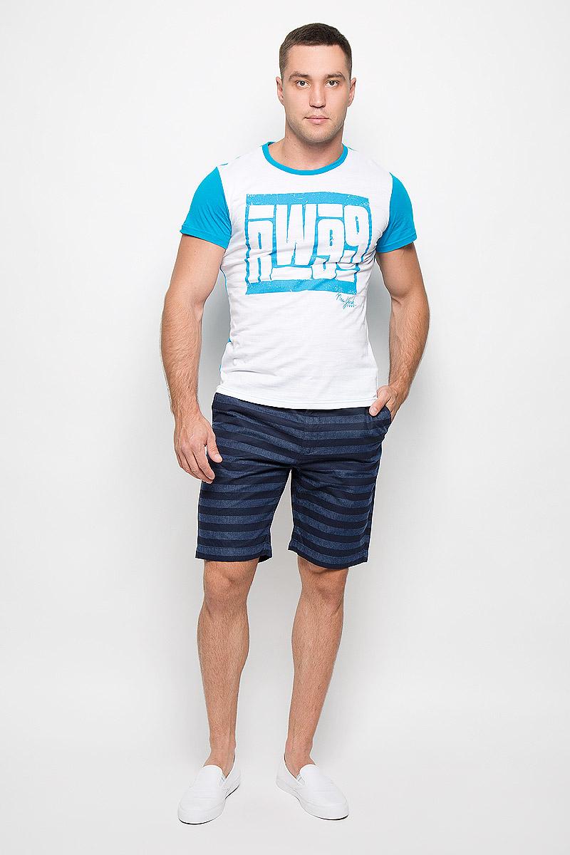 Футболка мужская Rocawear, цвет: белый, голубой. R0216Т11. Размер L (50)R0216Т11Стильная мужская футболка Rocawear, выполненная из натурального хлопка, обладает высокой теплопроводностью, воздухопроницаемостью и гигроскопичностью. Она необычайно мягкая и приятная на ощупь, не сковывает движения и превосходно пропускает воздух. Такая футболка идеально подойдет как для занятий спортом, так и для повседневной носки.Модель с короткими рукавами и круглым вырезом горловины - отличный вариант для создания модного современного образа. Рукава и спинка изделия выполнены в контрастном цвете. Футболка оформлена крупным контрастным принтом с надписью RW99. Эта модель подарит вам комфорт в течение всего дня и послужит замечательным дополнением к вашему гардеробу.