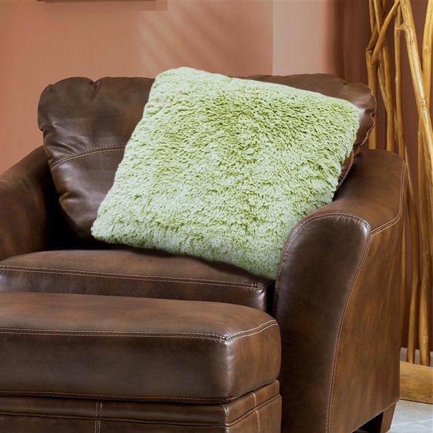 Наволочка декоративная Buenas Noches Длинный ворс, цвет: зеленый, 48 х 48 см78556Декоративная наволочка Buenas Noches - идеальное решение для вашего интерьера! Наволочка выполнена из 100% полиэстера – уникальная ткань, обладающая рядом неоспоримых достоинств. Это материал синтетического происхождения из полиэфирных волокон. Внешне такая ткань схожа с шерстью, а по свойствам близка к хлопку. Изделия из полиэстера - не мнутся и легко стираются. После стирки очень быстро высыхают. Прочная ткань, за время использования не растягивается и не садится. Высокое качество, а главное - стиль наволочки будут радовать вас и вашу семью!