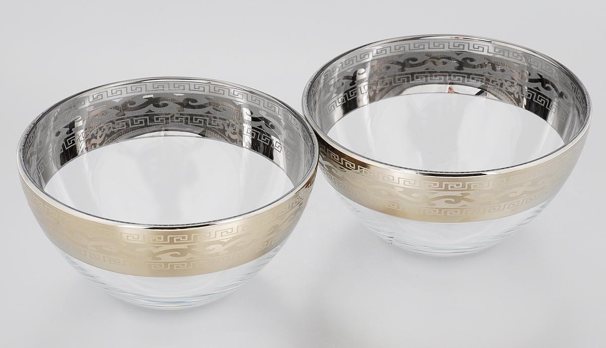 Набор салатников Гусь-Хрустальный Версаче, диаметр 15,5 см, 2 штGE08-1425Набор Гусь-Хрустальный Версаче состоит из 2 салатников, изготовленных из высококачественного натрий-кальций-силикатного стекла. Изделия оформлены красивым зеркальным покрытием, широкой окантовкой с оригинальным узором и белым матовым орнаментом. Они идеально подходят для сервировки стола и подачи закусок, солений и других блюд. Такие салатники прекрасно впишутся в интерьер вашей кухни и станут достойным дополнением к кухонному инвентарю.Разрешается мыть в посудомоечной машине.Диаметр салатника (по верхнему краю): 15,5 см.