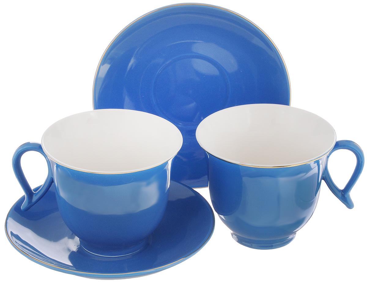 Набор чайный Loraine, цвет: синий, белый, 4 предмета. 2474724747Набор Loraine выполнен извысококачественного фарфора. Изящный дизайн и красочность оформления придутся по вкусу иценителямклассики, и тем, кто предпочитает утонченность и изысканность. Чайный набор - идеальный инеобходимыйподарок для вашего дома и для ваших друзей в праздники, юбилеи и торжества! Он также станетотличнымкорпоративным подарком и украшением любой кухни. Чайный набор упакован в подарочнуюкоробку из плотногоцветного картона. Внутренняя часть коробки задрапирована белым атласом. Объем чашки: 220 мл.Диаметр чашки (по верхнему краю): 9,5 см.Высота чашки: 7,5 см. Диаметр блюдца: 14 см.Высота блюдца: 2,5 см.