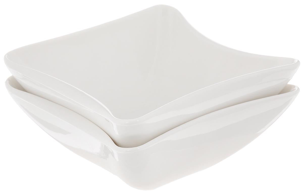 """Набор салатников """"Deagourmet"""", выполненный из высококачественного фарфора, состоит из двух  салатников. Такие салатники прекрасно подходят для сервировки различных закусок, подачи салатов из свежих овощей, фруктов и многого другого. Набор """"Deagourmet"""" прекрасно оформит праздничный стол и удивит вас своим дизайном.  Можно мыть в посудомоечной машине и использовать в  микроволновой печи. Размер салатника: 12 х 12 х 4,5 см."""