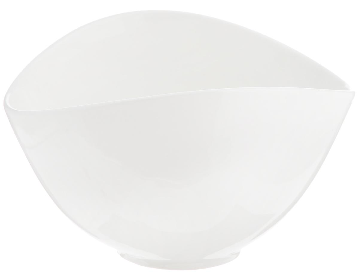 Салатник Deagourmet, 250 мл149Оригинальный салатник Deagourmet, изготовленный из высококачественного фарфора,сочетает в себе изысканный дизайн с максимальной функциональностью.Он идеально подходит для сервировки стола и подачи закусок, солений и других блюд. Такой салатник прекрасно впишется в интерьер вашей кухни и станет достойным подарком клюбому празднику.