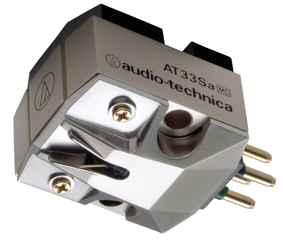 Audio-Technica AT33Sa головка звукоснимателя15118110Audio-Technica AT33Sa - первый картридж от компании, в котором используется игла Shibata. Как у всех моделей серии AT33 в данном картридже используются две подвижные катушки, а игла устанавливается на кантилевер из цельного бора, который обеспечивает точную передачу аудиосигнала от кончика иглы к катушкам электромагнитного преобразователя. Неодимовые магниты и пермендюрные сердечники позволяют максимально устранять шумы и передавать низкие частоты с необычайным качеством. Модель также превосходно воспроизводит высокие частоты и выделяется богатым средним диапазоном и детализацией.