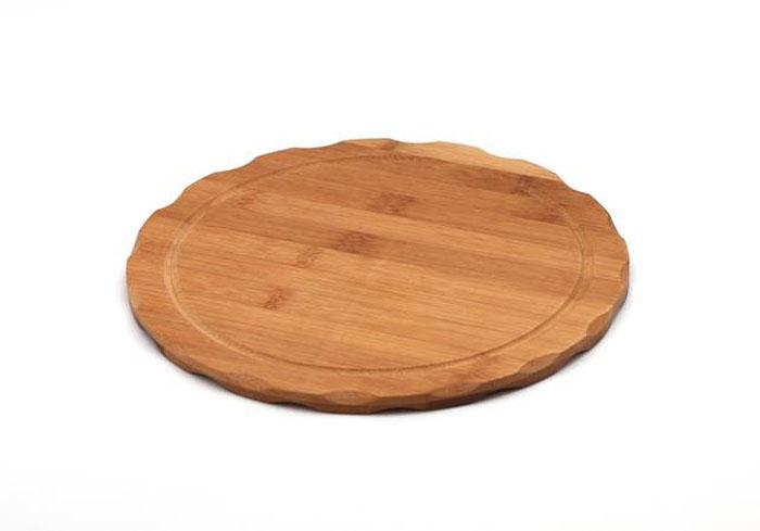 Доска разделочная Hans & Gretchen, круглая, цвет: светлое дерево, диаметр 25 см. 9952799527Доска разделочная Hans & Gretchen изготовлена из бамбука. Прекрасно подходит для приготовления и сервировки пищи. Всем известно, что на кухне без разделочной доски не обойтись! Ведь во время приготовления пищи мы то и дело что-то режем. Поэтому разделочная доска должна быть изготовлена из прочного и экологически чистого материала, ведь с ней соприкасается наша пища. Характеристики:Материал: бамбук. Диаметр доски: 25 см. Производитель: Германия. Артикул: 99527.