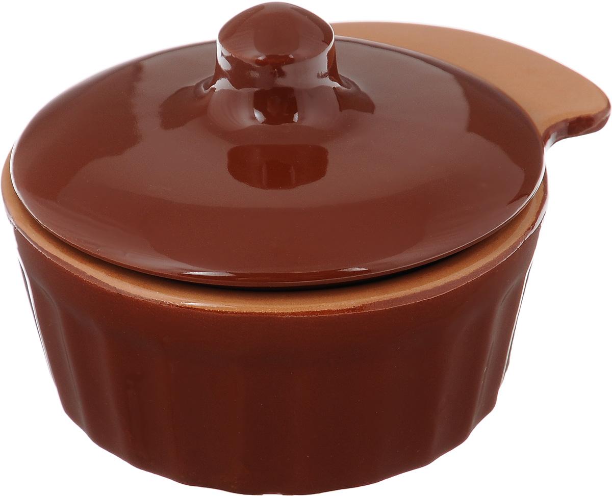 Кокотница Борисовская керамика Ностальгия с крышкой, цвет: коричневый, 200 млРАД14457898_коричневыйКокотница Борисовская керамика Ностальгия, изготовленная из жаропрочной глины, оснащена крышкой. Изделие предназначено для приготовления и подачи небольших порций мясных или овощных блюд, а также соусов, закусок и десертов. Кокотница совершенно не токсична и устойчива к царапинам. Подходит для использования в духовке и микроволновой печи.Высота кокотницы (без учета крышки): 4,5 см. Внутренний диаметр: 8,5 см. Ширина кокотницы (с учетом ручки): 11,5 см.