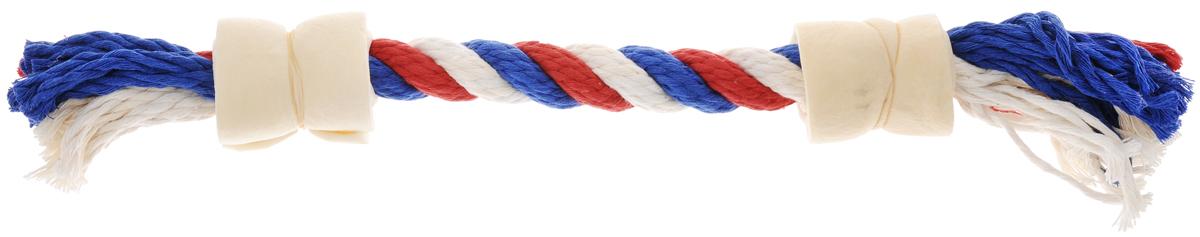 Игрушка-лакомство для собак Titbit, канат с двумя роллами из говяжьей кожи, цвет: белый, красный, синий3665_белый,красный,синийИгрушка-лакомство Titbit - это оригинальная и привлекательная для собак комбинация игрушки и ароматного натурального лакомства - двух роллов из говяжьей кожи. Игрушка эффективна для ухода за ротовой полостью. Структура каната способствует очищению зубов, при этом не повреждает десна. Сухие лакомства помогают удалить зубной налет. Игрушка предназначена для собак старше 10 недель. Состав: высушенная говяжья кожа, 100% хлопковый канат.Толщина каната: 18 мм. Длина каната: 37 см. Товар сертифицирован.Тайная жизнь домашних животных: чем занять собаку, пока вы на работе. Статья OZON Гид