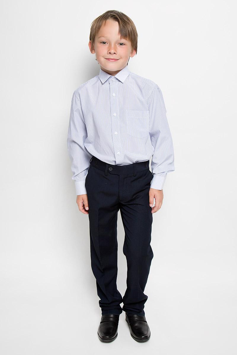 Рубашка для мальчика Tsarevich, цвет: белый, синий. Lab 38. Размер 34/146-152Lab 38Рубашка для мальчика Tsarevich отлично сочетается как с джинсами, так и с классическими брюками. Она выполнена из хлопка с добавлением полиэстера. Материал изделия мягкий и приятный на ощупь, не сковывает движения и обладает высокими дышащими свойствами.Рубашка прямого кроя с длинными рукавами и отложным воротником застегивается на пуговицы по всей длине. Манжеты рукавов также имеют застежки-пуговицы. На груди расположен накладной карман. Оформлена модель принтом в полоску. Такая рубашка займет достойное место в детском гардеробе, в ней ребенку будет удобно и комфортно.
