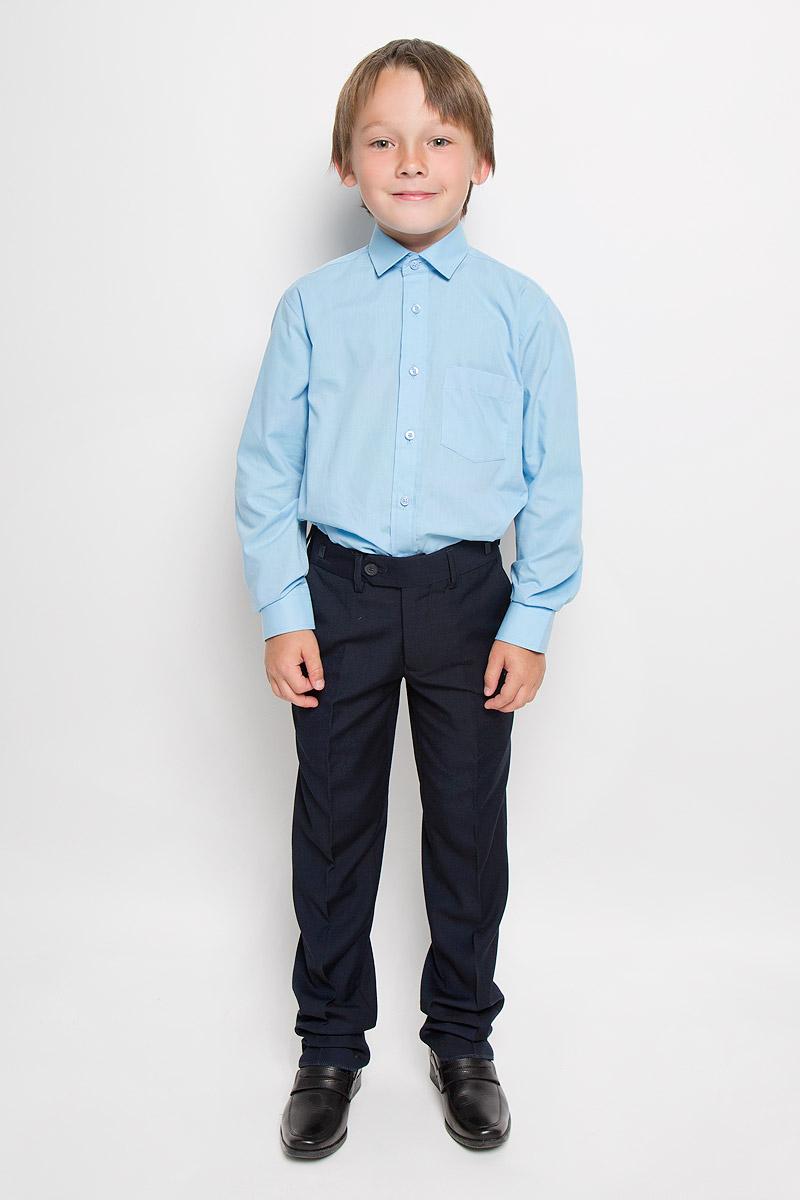 Рубашка для мальчика Tsarevich, цвет: голубой. Alaska. Размер 34/152-158AlaskaКлассическая рубашка для мальчика Tsarevich отлично сочетается как с джинсами, так и с брюками. Она выполнена из хлопка с добавлением полиэстера. Материал изделия мягкий и приятный на ощупь, не сковывает движения и обладает высокими дышащими свойствами.Однотонная рубашка прямого кроя с длинными рукавами имеет отложной воротник. Модель застегивается на пуговицы по всей длине. Манжеты рукавов также имеют застежки-пуговицы. На груди расположен накладной карман. Такая рубашка займет достойное место в детском гардеробе, в ней ребенку будет удобно и комфортно.