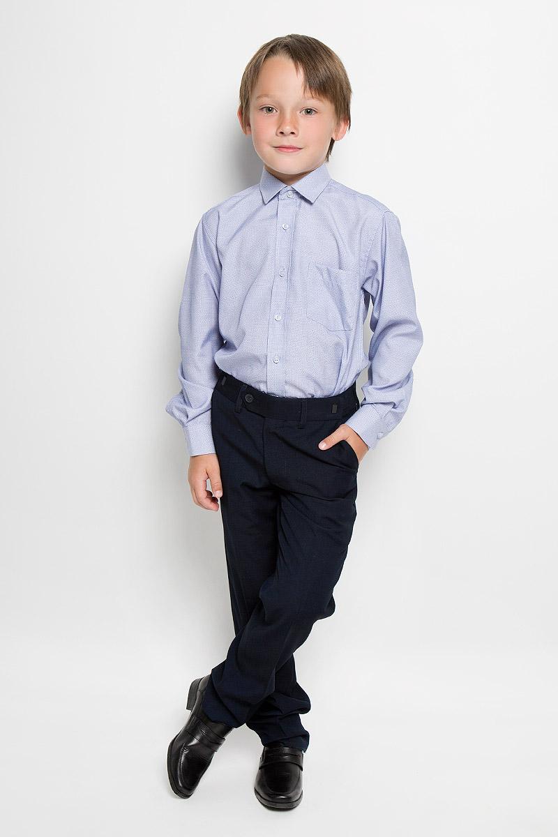 Рубашка для мальчика Tsarevich, цвет: синий, белый. Azzuro 5. Размер 34/146-152Azzuro 5Рубашка для мальчика Tsarevich отлично сочетается как с джинсами, так и с классическими брюками. Она выполнена из хлопка с добавлением полиэстера. Материал изделия мягкий и приятный на ощупь, не сковывает движения и обладает высокими дышащими свойствами.Рубашка прямого кроя с длинными рукавами и отложным воротником застегивается на пуговицы по всей длине. Манжеты рукавов также имеют застежки-пуговицы. На груди расположен накладной карман. Модель оформлена мелким вышитым рисунком. Такая рубашка станет стильным дополнением к детскому гардеробу, в ней ребенку будет удобно и комфортно.