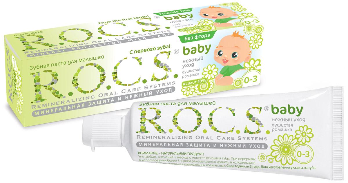 R.O.C.S. Зубная паста для малышей Душистая ромашка от 0 до 3 лет 45 г03-01-026Безопасная при проглатывании и эффективная формула, легкий цветочный аромат - сделали эту зубную пасту несомненным хитом среди родителей и малышей! Уникальная зубная паста R.O.C.S. Baby Душистая ромашка предназначена для ухода за зубами малышей, начиная с самого раннего возраста. Природные компоненты – экстракт ромашки лекарственной и альгинат, вырабатываемый из морских водорослей, – обеспечивают выраженное противовоспалительное действие. Благодаря высокой концентрации ксилита паста обеспечивает высокую степень защиты от кариеса, а также обладает свойствами пребиотика, нормализуя состав микрофлоры полости рта, что является особенно важным свойством при дисбактериозах кишечника и молочницах полости рта.Приготовлена на очень мягкой основе, которая с одной стороны, обеспечивает качественную очистку зубов, а с другой стороны, не травмирует тонкую эмаль молочных зубов. Обладает приятным сладким цветочным ароматом, который очень нравится детям и мотивитрует их на регулярную чистку зубов, что очень важно для формирования постоянного навыка у детей. Гипоаллергенна. Безопасна при проглатывании: не содержит фтора, отдушек, красителей, лаурилсульфата натрия и парабенов. Натуральный продукт! Употребить в течение 1 месяца с момента вскрытия тубы. Рекомендуется хранить в холодильнике при перерывах в использовании более 3-х дней. Подтверждено лабораторными и клиническими исследованиями. Формула зубной пасты защищена патентами.Товар сертифицирован.