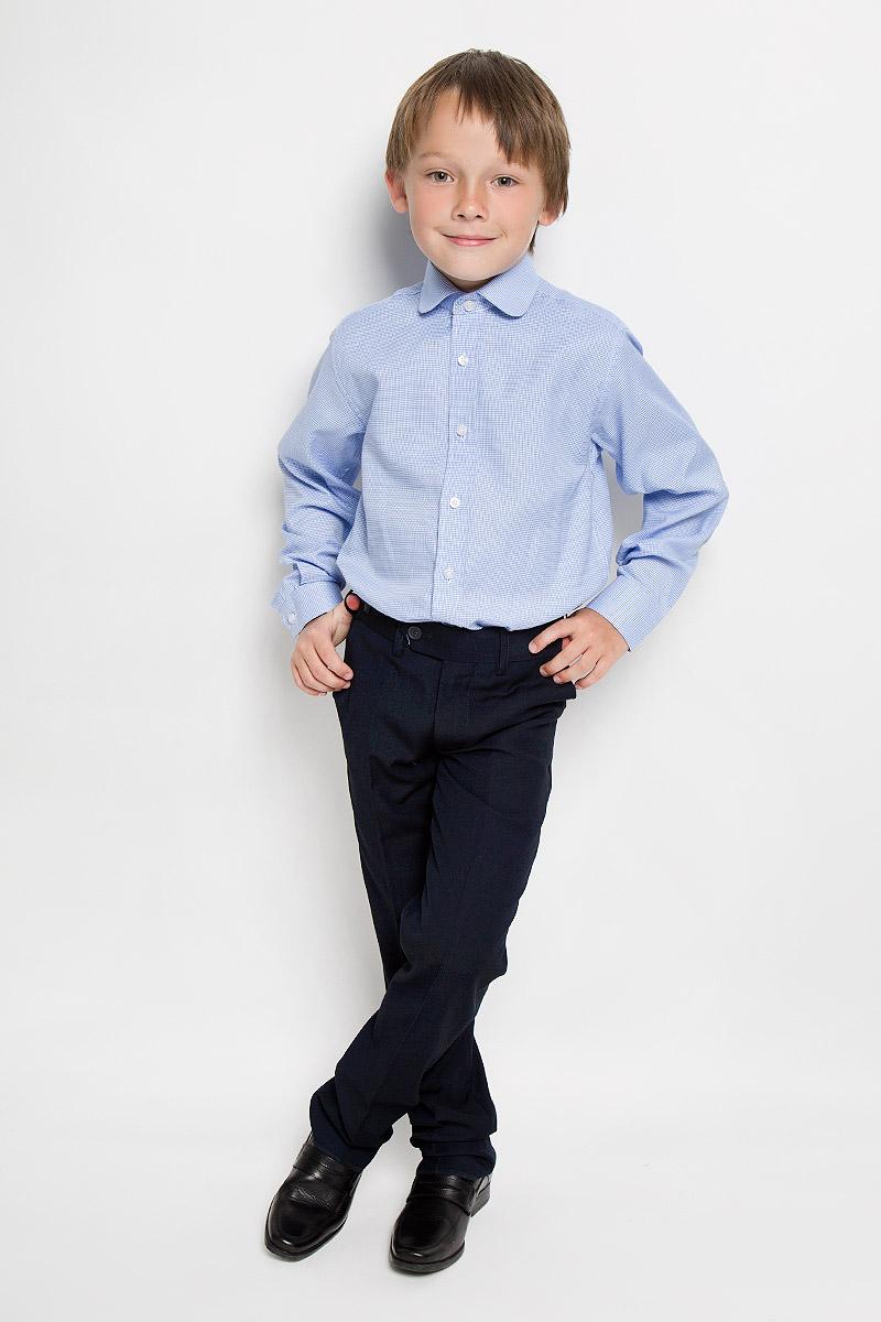 Рубашка для мальчика Imperator, цвет: голубой, белый. Duke 5. Размер 33/146-152Duke 5Рубашка для мальчика Imperator выполнена из хлопка с добавлением полиэстера. Она отлично сочетается как с джинсами, так и с классическими брюками. Материал изделия мягкий и приятный на ощупь, не сковывает движения и обладает высокими дышащими свойствами.Рубашка прямого кроя с длинными рукавами и отложным воротником застегивается на пуговицы по всей длине. Манжеты рукавов также имеют застежки-пуговицы.Оригинальная расцветка и высокое качество исполнения принесут удовольствие от покупки и подарят отличное настроение!