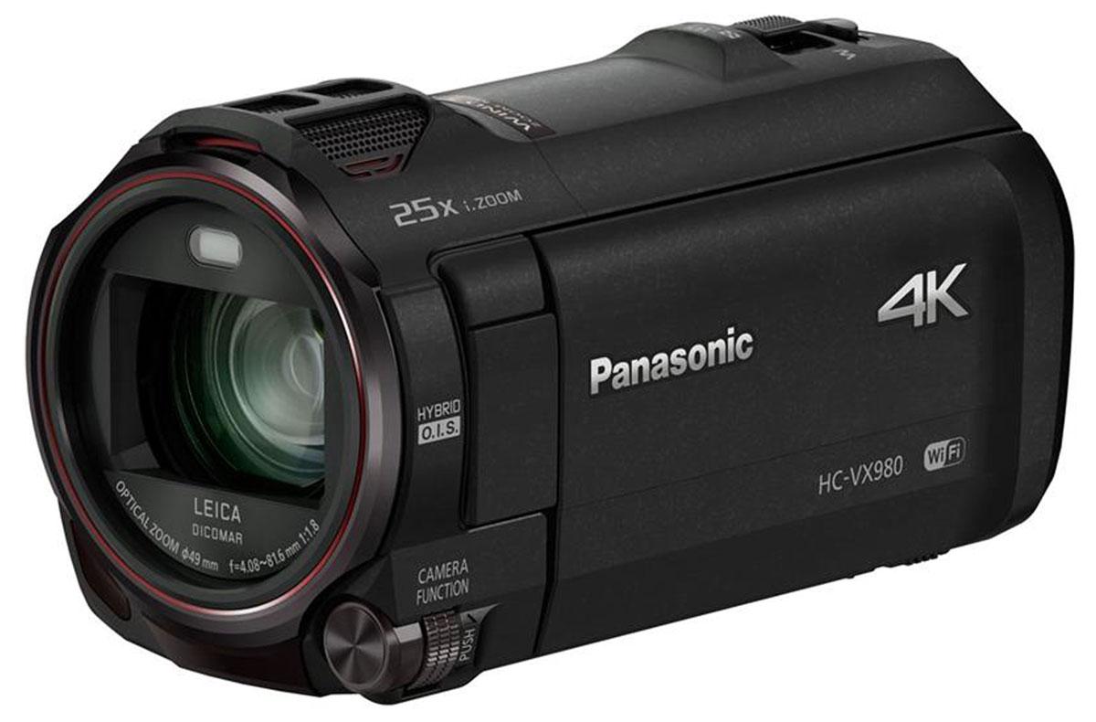 Panasonic HC-VX980, Black 4K видеокамераHC-VX980EE-KПрофессиональное качество, доступное каждомуВидеокамера Panasonic HC-VX980 с объективом LEICA Dicomar позволяет добиться безупречного качества фото и видеосъемки в разрешении 4К. А съемка с использованием функции беспроводной мультикамеры превратит отснятые сюжеты в уникальный материал. Независимо от условий съемки, будь то яркий солнечный свет или недостаточное освещение, функция Фильм HDR обеспечит детализацию картинки.Ценные моменты в краскахВидеокамера Panasonic HC-VX980 записывает видео с разрешением 4K – это в 4 раза больше, чем у стандарта Full-HD. В любых условиях съемки сцены получатся максимально детализированными и реалистичными. Особые моменты можно запечатлеть в режиме 4K-фото.Плавная смена фокусного расстоянияФункция Плавный зум позволяет менять фокусное расстояние без ущерба качеству изображения. Можно наводить зум на объекты в центре кадра и за его пределами, сохраняя угол наклона камеры.Точное панорамированиеЧтобы получить точную и плавную панораму, достаточно задать начальную и конечную точки.Простая функция слежения за объектом съемкиБлагодаря этой функции камера автоматически держит в фокусе выбранный пользователем объект съемки.Удобный стабилизаторКачество уже отснятого материала можно улучшить, компенсировав дрожание – за стабильный и чистый видеоряд отвечает автоматическая настройка позиции кроппинга. Итоговое видео записывается в режиме MP4 1080/25p.Объектив с просветленной оптикойОбъектив LEICA Dicomar видеокамеры Panasonic HC-VX980 с просветленной оптикой не только передает четкие контуры изображений, но и отражает неуловимые оттенки и тона, сводя к минимуму ореолы и блики.Четкая визуализацияСкорость считывания во время записи увеличена, поэтому BSI-сенсор 8Мп эффективно подавляет искажение. Результат: точный рендеринг видеоряда.Процессор Crystal Engine 4KВидеокамера оснащена передовым процессором Crystal Engine 4K. Производительный процессор быстро и точно обрабатывает колоссальные объемы