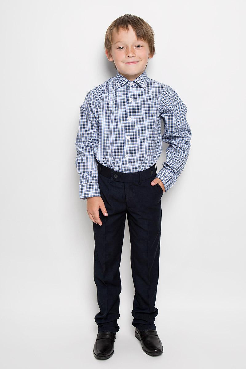 Рубашка для мальчика Imperator, цвет: синий, черный, белый. Tr.151/Gr/12/25. Размер 35/152-158, 12-13 летTr.151/Gr/12/25Стильная рубашка для мальчика Imperator идеально подойдет вашему юному мужчине. Изготовленная из хлопка с добавлением полиэстера, она мягкая и приятная на ощупь, не сковывает движения и позволяет коже дышать, не раздражает даже самую нежную и чувствительную кожу ребенка, обеспечивая ему наибольший комфорт. Модель классического кроя с длинными рукавами и отложным воротничком застегивается по всей длине на пуговицы. Края воротника пристегиваются к рубашке с помощью пуговиц. На груди располагается накладной карман. Края рукавов дополнены широкими манжетами на пуговицах. Низ изделия немного закруглен к боковым швам. Оформлено изделие принтом в клетку. Такая рубашка будет прекрасно смотреться с брюками и джинсами. Она станет неотъемлемой частью детского гардероба.