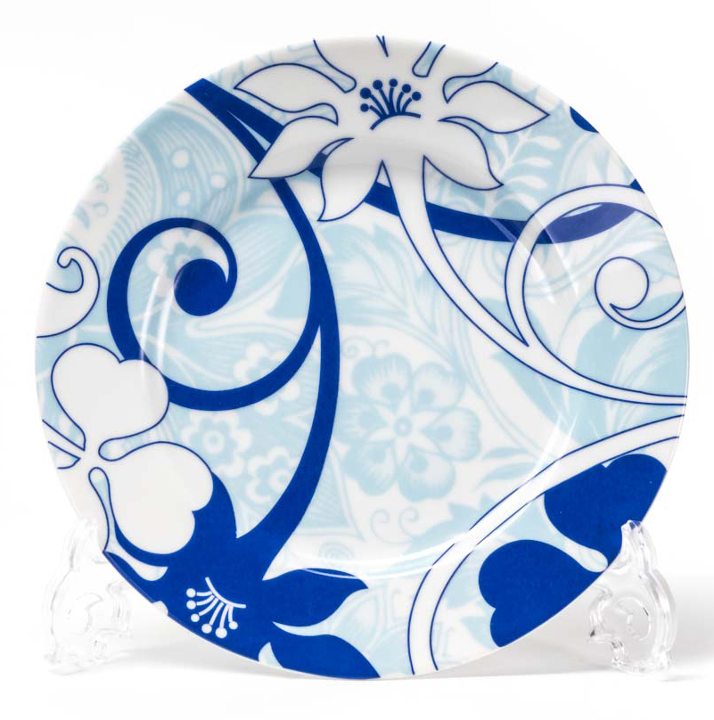 Набор десертных тарелок La Rose Des Sables Bleu Sky, диаметр 19 см, 6 шт539114 2230Набор тарелок La Rose Des Sables Bleu Sky изготовлен из фарфора, который производится в Тунисе из знаменитой своим качеством и белизной глины, добываемой во французской провинции Лимож. Преимущества этого фарфора заключаются в устойчивости к сколам и трещинам, что возможно благодаря двойному термическому обжигу. Данную серию можно использовать в СВЧ и посудомоечной машине. Данная посуда рассчитана на интенсивное использование. Лиможский фарфор не содержит включений тяжелых металлов, что соответствует мировым и российским санитарным требованиям.