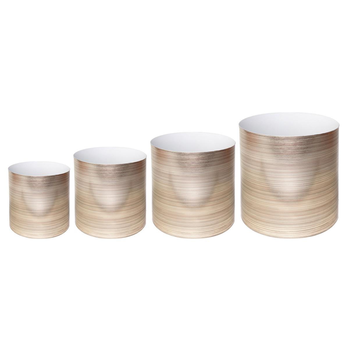 Набор горшков для цветов Miolla Золото, со скрытым поддоном, 4 предметаSMG-SET16Набор Miolla Золото состоит из 4 горшков со скрытыми поддонами. Горшкивыполнены из пластика. Изделия предназначены для цветов. Изделия оснащены специальными скрытыми поддонами.Диаметр горшков: 20,5 см, 16,5 см, 13,5 см, 11,5 см.Высота горшков (с учетом поддона): 19 см, 16 см, 13,5 см, 11,5 см.Объем горшков: 1 л, 1,7 л, 2,8 л, 5,1 л.