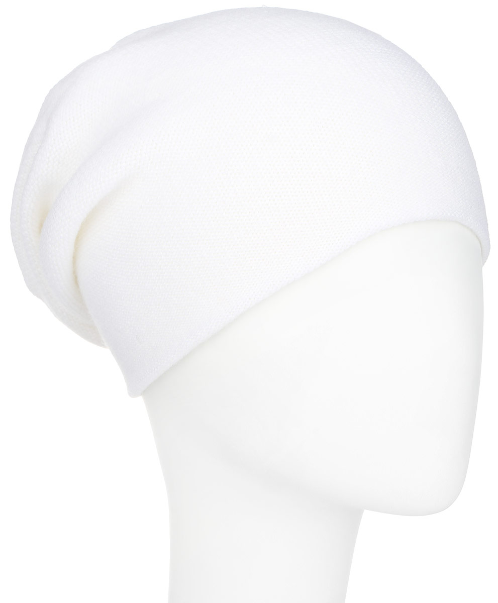 Шапка женская Finn Flare, цвет: молочный. A16-11160_201. Размер 56A16-11160_201Стильная женская шапка Finn Flare дополнит ваш наряд и не позволит вам замерзнуть в холодное время года. Шапка выполнена из высококачественной пряжи, что позволяет ей великолепно сохранять тепло и обеспечивает высокую эластичность и удобство посадки. Модель с удлиненной макушкой дополнена отверстием для хвоста и оформлена металлической эмблемой с логотипом производителя. Такая шапка станет модным и стильным дополнением вашего гардероба. Она согреет вас и позволит подчеркнуть свою индивидуальность!
