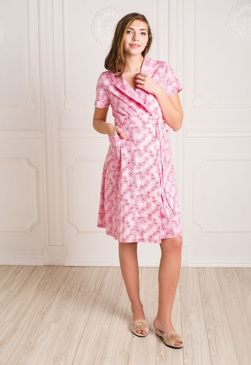 Комплект для беременных и кормящих Hunny Mammy: халат, сорочка ночная, цвет: розовый нега, розовый. К 07020. Размер 44К 07020Удобный, красивый комплект для беременных и кормящих мам Hunny Mammy, изготовленный из натурального хлопка, состоит из халата и сорочки, замечательно подходит для сна и отдыха. Халат на запах с широким поясом, короткими рукавами и воротником-шалькой по бокам дополнен вместительными накладными карманами. Сорочка с завышенной талией на бретелях дополнена клипсами для кормления.Такой комплект сделает отдых будущей мамы комфортным. Одежда, изготовленная из хлопка, приятна к телу, сохраняет тепло в холодное время года и дарит прохладу в теплое, позволяет коже дышать.