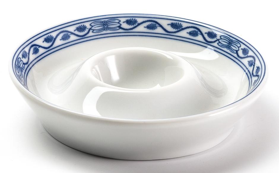 Пашотница La Rose des Sables Ognion Bleu, диаметр 11 см011911 1313Пашотница для яйца La Rose des Sables Ognion Bleu выполнена из высококачественного тунисского фарфора, изготовленного из уникальной белой глины. На всех изделиях La Rose des Sables можно увидеть маркировку Pate de Limoges. Это означает, что сырье для изготовления фарфора добывают во французской провинции Лимож, и качество соответствует высоким европейским стандартам. Все производство расположено в Тунисе. Особые свойства этой глины, открытые еще в 18 веке, позволяют создать удивительно тонкую, легкую и при этом прочную посуду. Благодаря двойному термическому обжигу фарфор обладает высокой ударопрочностью, жаропрочностью и великолепным блеском глазури. Коллекция Ognion Bleu (Синий лук) - это мотивы природы и изящный растительный орнамент в ярких синих тонах. Прекрасный вариант посуды на каждый день. Коллекция отлично смотрится в любом интерьере. Можно использовать в СВЧ печи и мыть в посудомоечной машине.