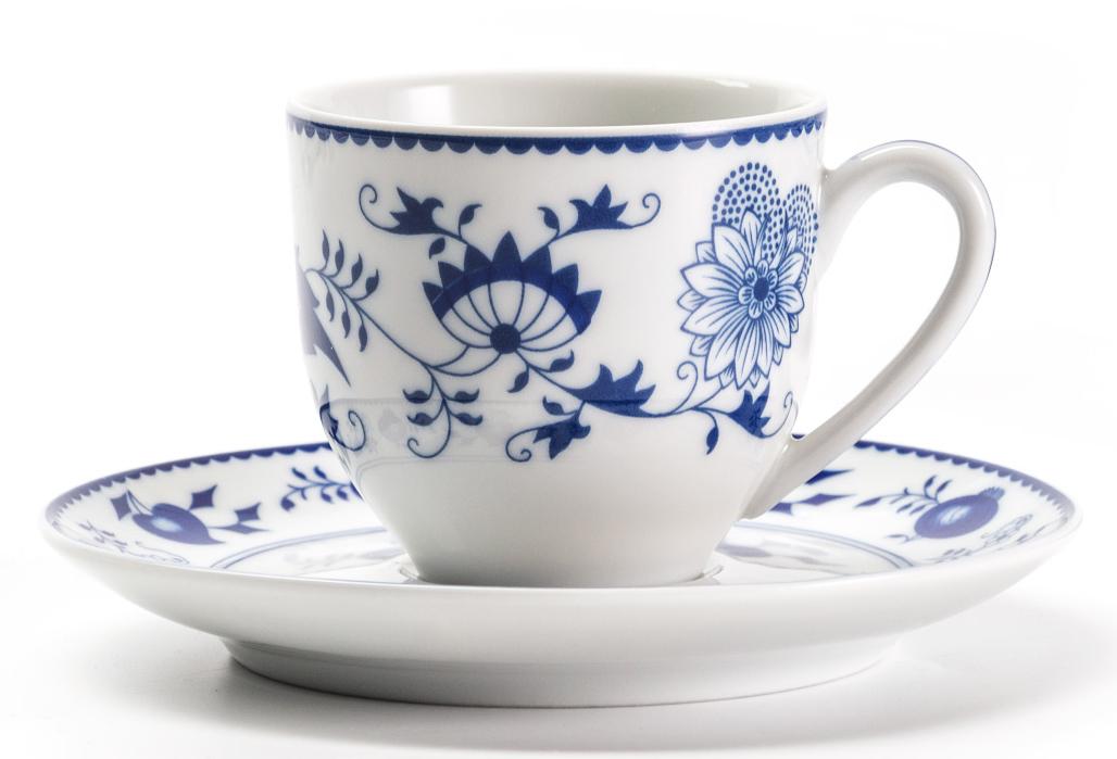 Кофейная пара La Rose Des Sables Ognion Bleu, 100 мл613510 1313Кофейная пара La Rose Des Sables Ognion Bleu изготовлена из фарфора.Фарфор производится в Тунисе из знаменитой своим качеством и белизной глины, добываемой во французской провинции Лимож. Преимущества этого фарфора заключаются в устойчивости к сколам и трещинам, что возможно благодаря двойному термическому обжигу. Лиможский фарфор не содержит включений тяжелых металлов, что соответствует мировым и российским санитарным требованиям.Можно использовать в СВЧ-печи.В набор входит чашка и блюдце.