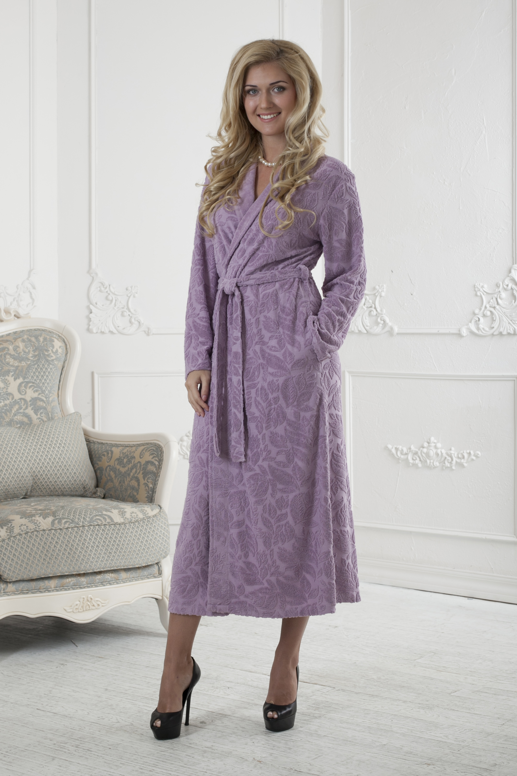 Халат женский Five Wien Home, цвет: розовый. 411. Размер XXL (52/54)411Очень мягкий и приятный женский халат из трикотажного бамбука. Очень элегантная и женственная модель. Объемная текстура по всему халату.