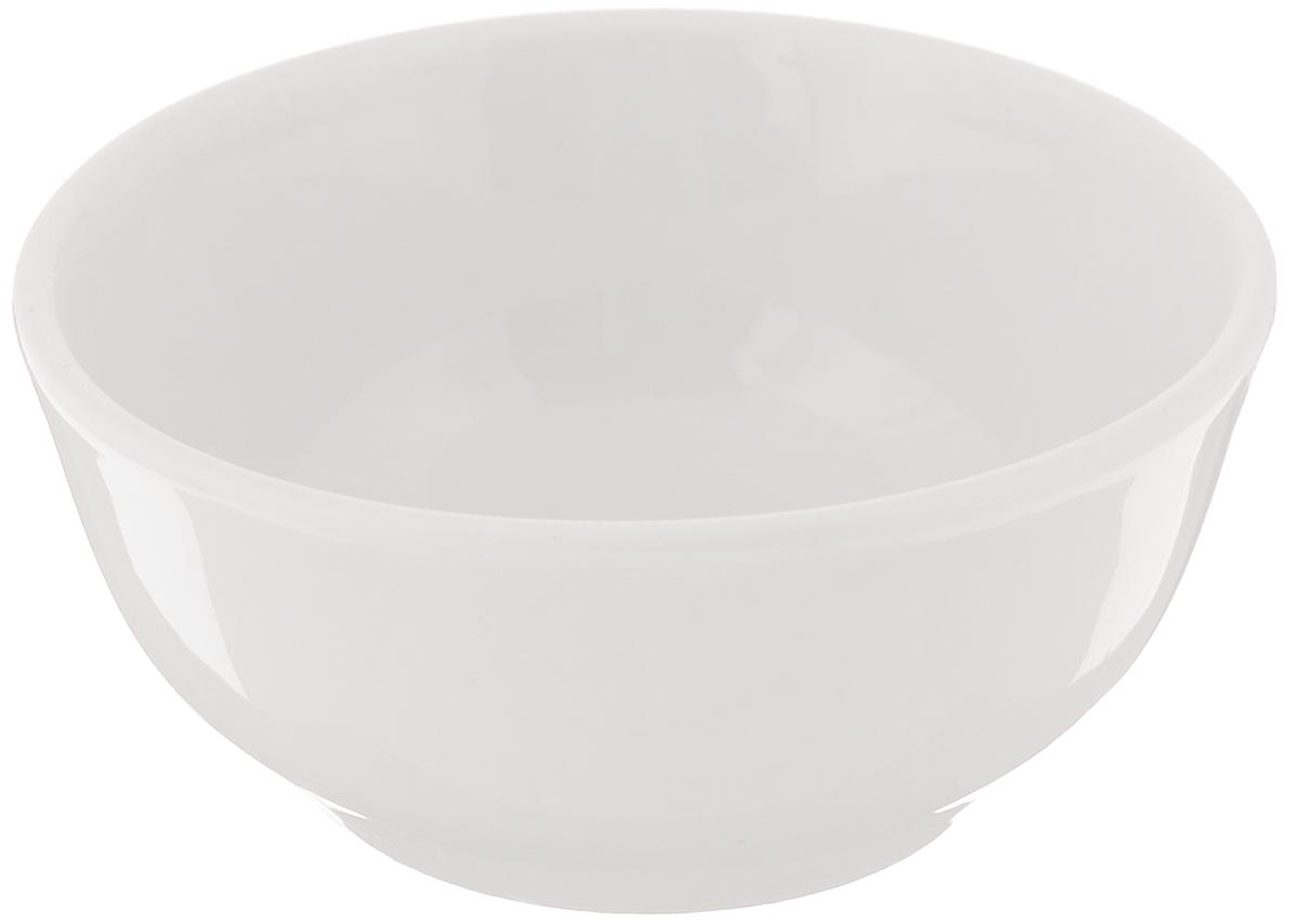 Солонка Романс, диаметр 7 см6С0090_белыйСолонка Романс выполнена из фарфора, покрытого слоем глазури. Изделие отлично подходит для хранения соли и других специй. Лаконичный дизайн и удобная форма делают изделие практичным и функциональным. Солонка идеальна для сервировки кухонного стола. Диаметр: 7 см. Высота стенки: 3 см.