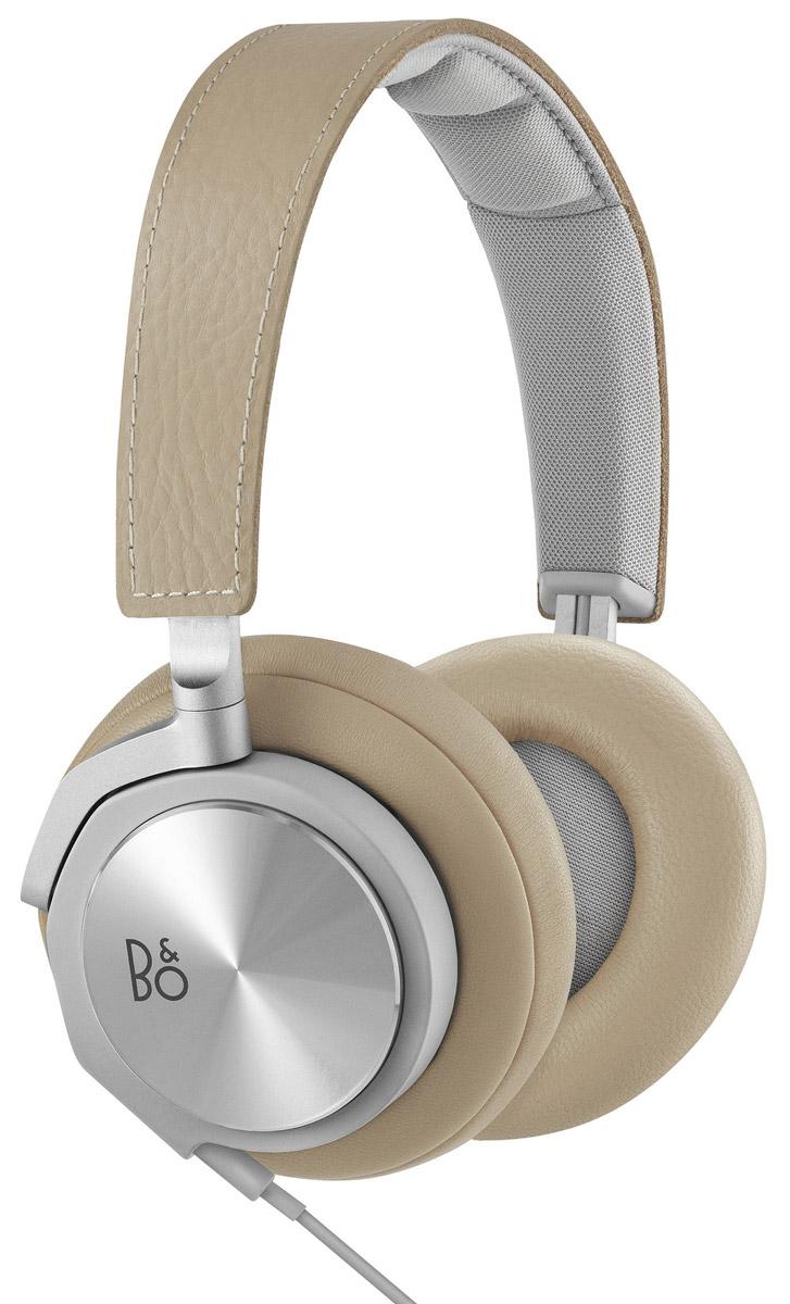 Bang & Olufsen BeoPlay H6 2 Generation, Natural Leather наушники1642946Bang & Olufsen BeoPlay H6 2 Generation - накладные наушники класса люкс для всех меломанов, которые не представляют своей жизни без любимой музыки и хотят прочувствовать каждый нюанс. Наушники отлично справляются с передачей широчайшего диапазона частот, от насыщенных глубоких басов до неповторимых высоких и средних частот. Благодаря высокому качеству звучания, вы сможете почувствовать себя как на настоящем концерте любимых исполнителей.Данная модель изготовлена из материалов премиального уровня - алюминия и мягкой натуральной кожи, что обеспечивает высокий уровень исполнения и обеспечивают долгий эксплуатационный срок устройства, даже при его очень частом и активном использовании. Наушники имеют настраиваемое оголовье, которое легко регулируется и становится в необходимое положение, а амбушюры очень мягкие, их особая конструкция позволяет на протяжении долгого времени слушать музыкальные треки без каких-либо дискомфортных ощущений.Для того чтобы вы могли оперативно отвечать на входящие звонки, наушники укомплектованы аудио кабелем с удобным пультом управления и микрофоном, который полностью совместим с мобильным телефоном с iPhone. Ответив на телефонный звонок, вы сможете быстро вернуться к прослушиванию аудио-треков. Длины съемного кабеля хватает для того, чтобы слушать музыку с гаджета, находящегося в сумке, кармане либо рюкзаке. Наушники имеют стильный дизайн, что добавит вам индивидуальности и неповторимости.