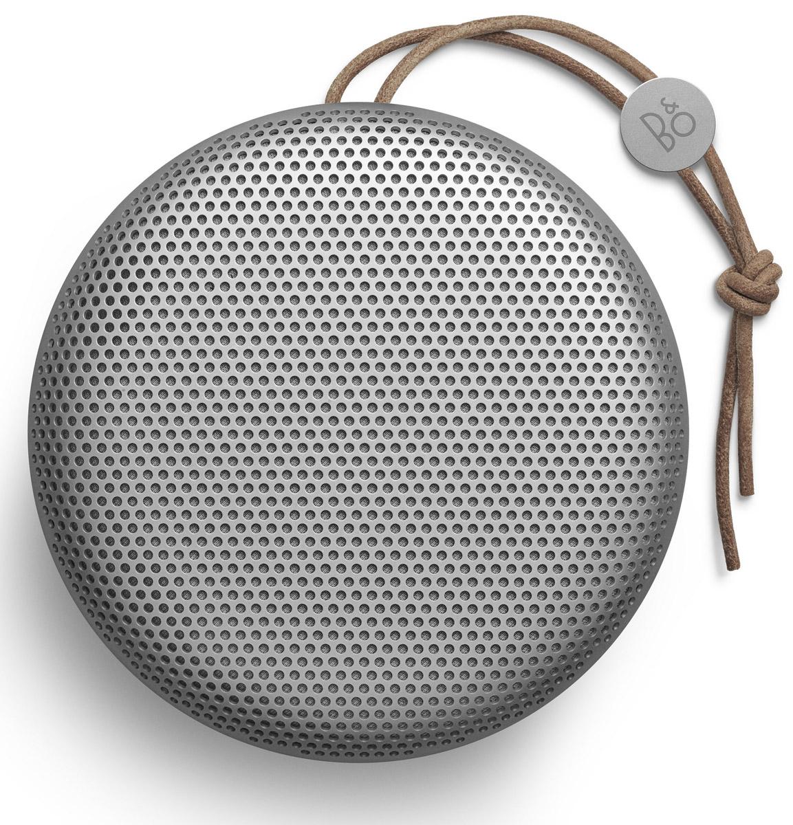Bang & Olufsen BeoPlay A1, Natural портативная акустическая система1297846Стильный ультрапортативный корпус портативной акустики Bang & Olufsen BeoPlay A1 умещается на ладони и не боится пыли и брызг: идеальный вариант для прогулок, пикников и походов. Система с пиковой мощностью 2 х 140 Вт воспроизводит всенаправленный звук 360° с глубокими басами и работает без подзарядки до 24 часов при обычном уровне громкости. Хотите получить мощный стереоэффект? Включите две Beoplay A1 одновременно!Мощность усилителей: 2 x 30 Вт Емкость аккумулятора: 2200 мАч Как выбрать портативную колонку. Статья OZON Гид