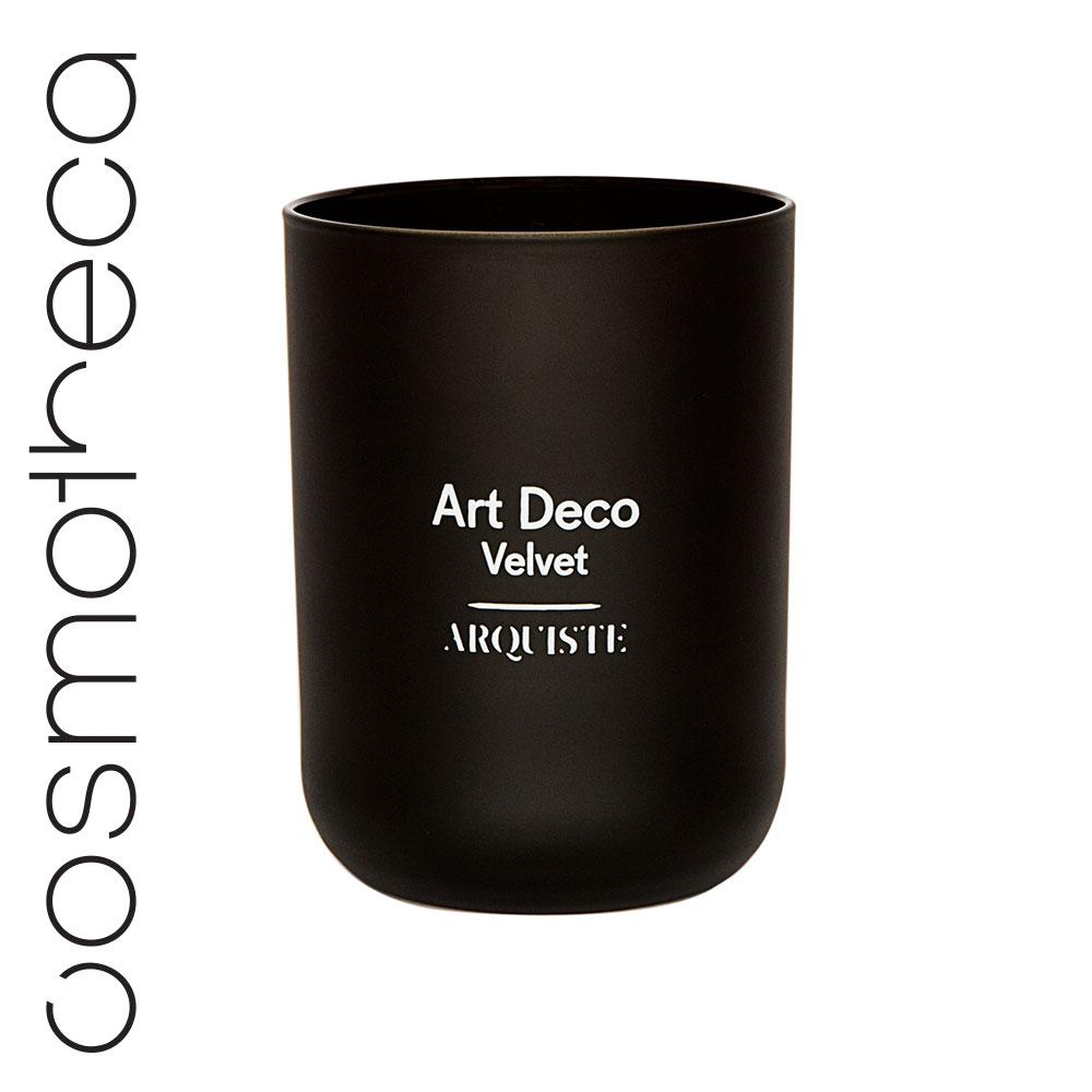 Arquiste Свеча ароматизированная Art Deco Velvet 251 гAR5201251Утонченный аромат свечи переносит вас в клуб архитекторов – элегантную курительную комнату в лондонском районе Мейфер, декорированную в стиле ардеко 30-х годов. Тонкий аромат мартини и джина, перемешанный с легким запахом ванили и табачным дымом, воссоздают уютную атмосферу бара Fumoir в лондонском отеле Claridge's. Парфюмеры Николь Манчини и Ян Ванье смешали масло можжевеловых ягод с нотами табака в сердце композиции, дополненными абсолютом ванили и деревом дуба. Завершающий аккорд насыщенной абмры оставляет легкий теплый шлейф.