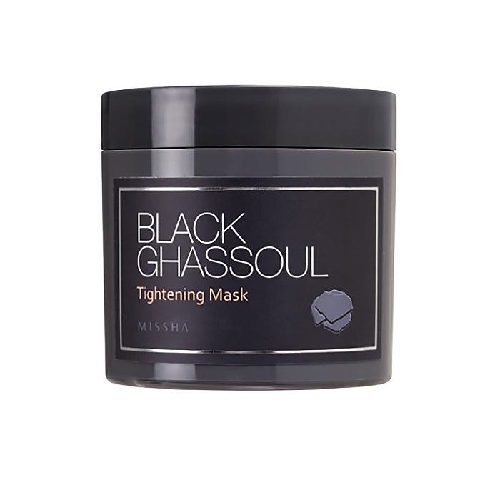 Missha Маска минеральная для сужения пор Black Ghassoul Tightening Mask, 95 грМШ1Маска для сужения пор. В составе маски Black Ghassoul Tightening Mask марокканская глина Гассул (Ghassoul), имеющая сертификат Ecocert, порошок древесного угля, комплекс растительных экстрактов. Маска великолепно очищает кожу от загрязнений, отишелушивает ороговевшие клетки кожи, очищает поры, удаляет черные точки, сужает поры, абсорбирует излишки жира – кожа становится чистой, свежей, гладкой, упругой и сияющей.Подходит для кожи любого типа, даже для чувствительной.