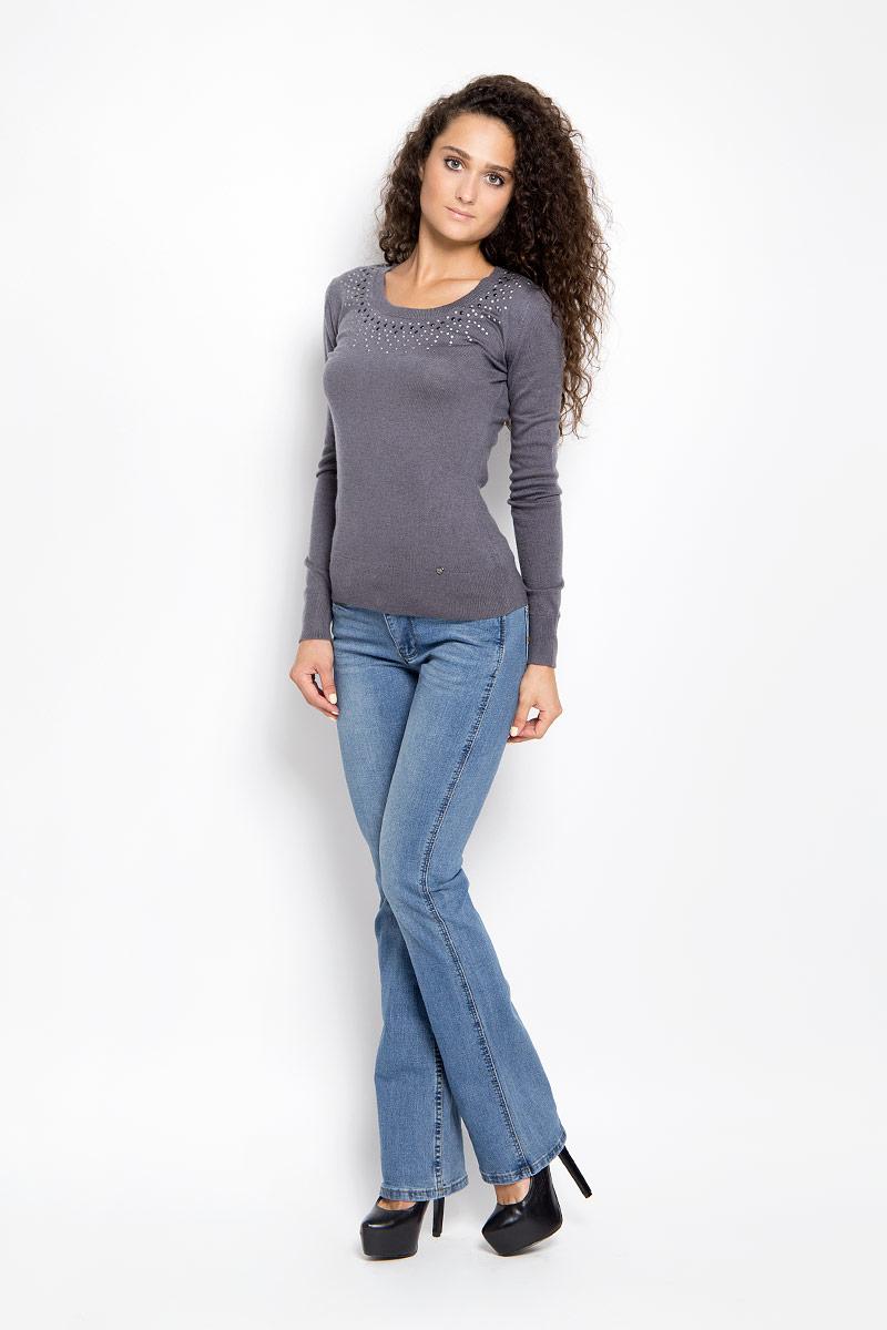 Джинсы женские Finn Flare, цвет: голубой. A16-15007_125. Размер 26-32 (42-32)A16-15007_125Стильные женские джинсы Finn Flare - это джинсы высочайшего качества, которые прекрасно сидят. Они выполнены из высококачественного эластичного хлопка, что обеспечивает комфорт и удобство при носке. Модные джинсы кроя bootcut стандартной посадки станут отличным дополнением к вашему современному образу. Джинсы застегиваются на пуговицу в поясе и ширинку на застежке-молнии, имеются шлевки для ремня. Джинсы имеют классический пятикарманный крой: спереди модель оформлена двумя втачными карманами и одним маленьким накладным кармашком, а сзади - двумя накладными карманами. Модель оформлена вышивкой на карманах сзади.Эти модные и в то же время комфортные джинсы послужат отличным дополнением к вашему гардеробу.