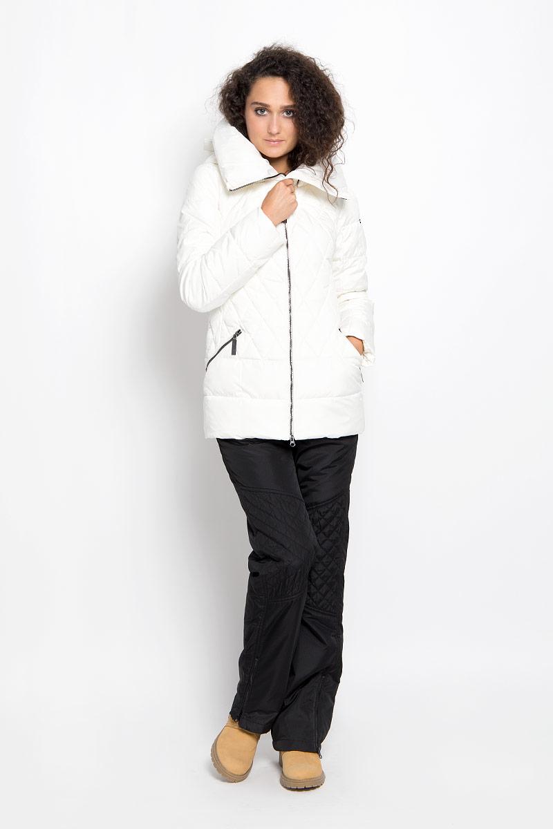 Куртка женская Finn Flare, цвет: молочный. A16-11018_711. Размер M (46)A16-11018_711Удобная женская куртка Finn Flare согреет вас в прохладную погоду и позволит выделиться из толпы. Модель с длинными рукавами и высоким воротником-стойкой выполнена из прочного полиэстера и застегивается на молнию спереди. Куртка имеет съемный капюшон на кнопках, объем которого регулируется при помощи шнурка-кулиски со стопперами. Изделие оформлено оригинальным стеганым узором и дополнено двумя втачными карманами на молниях спереди. Плотный наполнитель из синтепона надежно сохранит тепло, благодаря чему такая куртка защитит вас от ветра и холода. Эта модная и в то же время комфортная куртка - отличный вариант для прогулок, она подчеркнет ваш изысканный вкус и поможет создать неповторимый образ.
