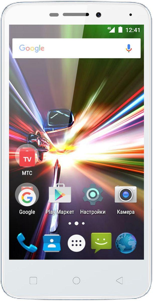 МТС Smart Race LTE, White (только для SIM-карт МТС)A0104-100619МТС Smart Race LTE - это компактный смартфон начального уровня, который дает доступ к сетям четвертого поколения (4G/LTE). Благодаря этому можно наслаждаться просмотром роликов на YouTube, онлайн-музыкой и простым интернет-серфингом на высоких скоростях без использования точки доступа Wi-Fi. Слот для второй SIM-карты позволит более гибко выбирать тарифы, например, первую сим-карту можно использовать для звонков в домашнем регионе, а вторую в роуминге. Вся информация выводиться на 4.5 дюймовый экран с разрешением 854 х 480 пикселей, который выполнен по технологии IPS. Дисплеем такого размера очень удобно управлять одной рукой, но при этом изображение остается легко читаемым.Устройство работает только с SIM-картами МТС!В смартфоне установлен процессор 4 ядерный MediaTek MT6735M с рабочей частотой 1 ГГц и видеопроцессор Mali T720 MP2. Совместно с 1 Гб оперативной памяти и ОС Android , их мощности хватает для быстрого выполнения повседневных задач. Для хранения музыки, фотографий и других данных доступно 8 Гб внутреннего пространства. Также есть слот для карты памяти MicroSD, максимальный объем которой может составлять 32 Гб. Аккумуляторная батарея емкостью 1800 мАч обеспечивает 4 часа беспрерывной работы в режиме разговора и до 200 часов ожидания. Зарядка аккумулятора, а также синхронизация с компьютером происходит через разъем MicroUSB. В МТС Smart Race LTE установлен модуль Bluetooth 4.0, что дает возможность подключения беспроводной гарнитуры, колонок и наушников, а также передачи файлов на другие устройства. В режиме навигатора смартфон принимает сигналы от спутников GPS и поможет ориентироваться в незнакомом месте.Основная камера с разрешением 5 Мп сделает качественные снимки, чем поможет сохранить приятные моменты в жизни. Видеоролики записываются в формате HD (1280 х 720 точек). Для видеообщения и селфи, на лицевой стороне МТС Smart Race LTE, находиться 2-мегапиксельная фронтальная камера. Из мультим