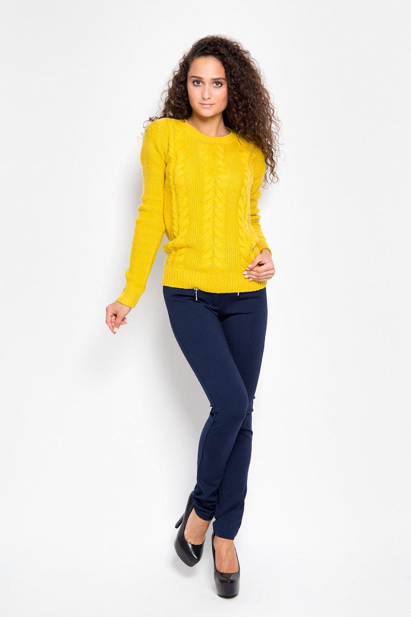 Брюки женские Finn Flare, цвет: темно-синий. A16-12034_101. Размер XL (50)A16-12034_101Стильные женские брюки Finn Flare - это изделие высочайшего качества, которое превосходно сидит и подчеркнет все достоинства вашей фигуры. Прямые брюки стандартной посадки выполнены из эластичной вискозы с добавлением нейлона, что обеспечивает комфорт и удобство при носке. Брюки застегиваются на пуговицу в поясе и ширинку на застежке-молнии, на поясе имеются шлевки для ремня. Брюки дополнены двумя втачными карманами на крупных застежках-молниях спереди и двумя накладными карманами сзади.Эти модные и в то же время комфортные брюки послужат отличным дополнением к вашему гардеробу и помогут создать неповторимый современный образ.
