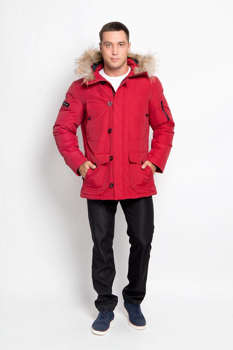 Куртка мужская Finn Flare, цвет: бордовый. A16-22022_304. Размер M (48)A16-22022_304Стильная мужская куртка Finn Flare превосходно подойдет для холодных дней. Куртка выполнена из хлопка с добавлением нейлона и имеет подкладку изполиэстера, она отлично защищает от дождя, снега и ветра, а наполнитель из пуха и пера превосходно сохраняет тепло и не даст вам замерзнуть даже в сильные морозы. Модель с длинными рукавами и несъемным капюшоном застегивается на застежку-молнию и имеет ветрозащитный клапана на пуговицах и кнопке спереди. Капюшон украшен съемным натуральным мехом. Изделие дополнено двумя накладными карманами на клапанах с кнопками и двумя втачными нагрудными карманами на кнопках, а также внутренним карманом на липучке и карманом на пуговице. На рукаве расположены два небольших накладных кармашка для мелочей и втачной карман на молнии. Рукава дополнены внутренними трикотажными манжетами. Низ куртки оснащен шнурком-кулиской, который позволяет регулировать его объем.Эта модная и в то же время комфортная куртка согреет вас в холодное время года и отлично подойдет как для прогулок, так и для активного отдыха.