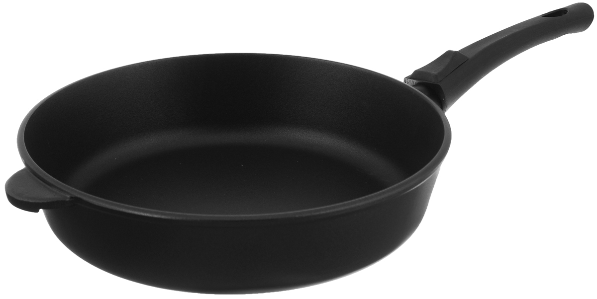 Сковорода Vari Litta, с антипригарным покрытием, со съемной ручкой. Диаметр 28 смL31228Сковорода Vari Litta выполнена из алюминия с внутренним антипригарным покрытием Skandia. Метод кокильного литья позволяет изготовить высококачественную тяжелую посуду. Такая посуда отличается хорошей стойкостью к внешним воздействиям и не деформируется при нагревании. Утолщенное дно обеспечивает равномерное распределение и длительное сохранение тепла. Жаростойкое внешнее покрытие Piroskan позволяет использовать сковороды на стеклокерамических поверхностях. Не выделяет вредных веществ! Не содержит PFOA. Сковорода снабжена функциональной съемной ручкой. Это делает посуду универсальной, позволяет экономить кухонное пространство и использовать ее для приготовления в духовом шкафу, а после - разместить в холодильнике. Сковорода Vari Litta станет незаменимой помощницей на кухне и прослужит долгие годы. Подходит для газовых, электрических и стеклокерамических плит. Высота стенки: 7 см. Длина ручки: 20,5 см.