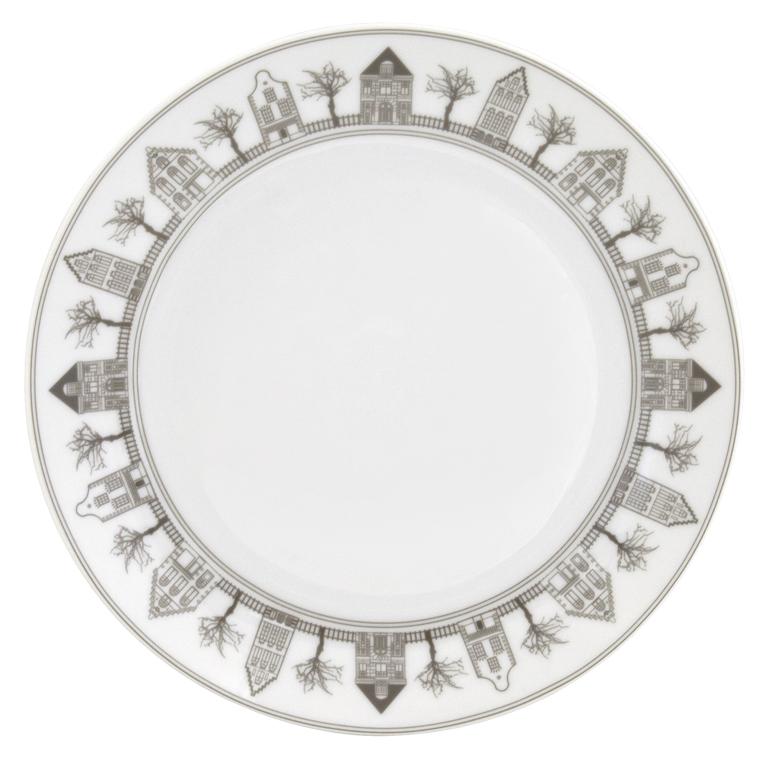 Набор десертных тарелок Esprado Saragossa, цвет: белый, серый, диаметр 20,5 см, 6 шт. SRG021BE301SRG021BE301Набор Esprado Saragossa состоит из шести десертных тарелок, выполненных из высококачественного твердого фарфора.Особое качество твердый фарфор, из которого изготавливается посуда Esprado, имеет благодаря использованию в его изготовлении специального материала - каолина. Каолин - это сорт белой глины, впервые открытый в Китае, который обладает идеальными для производства твердого фарфора свойствами, а именно высокой пластичностью и тугоплавкостью.Посуда из твердого фарфора имеет надглазурную роспись, которая отличается богатой цветовой палитрой, что позволяет воплощать самые яркие идеи. В процессе обжига при температуре в 800°С используется природный газ, а не уголь - это сохраняет глазурь чистой и прозрачной, а саму процедуру делает экологически чистой.Над созданием дизайна коллекций посуды из твердого фарфора Esprado работает международная команда высококлассных дизайнеров, не только воплощающих в жизнь все новейшие тренды, но также и придерживающихся многовековых традиций при создании классических коллекций.Посуда из твердого фарфора будет идеальным выбором, для тех, кто предпочитает красивую современную посуду из высококачественного материала.