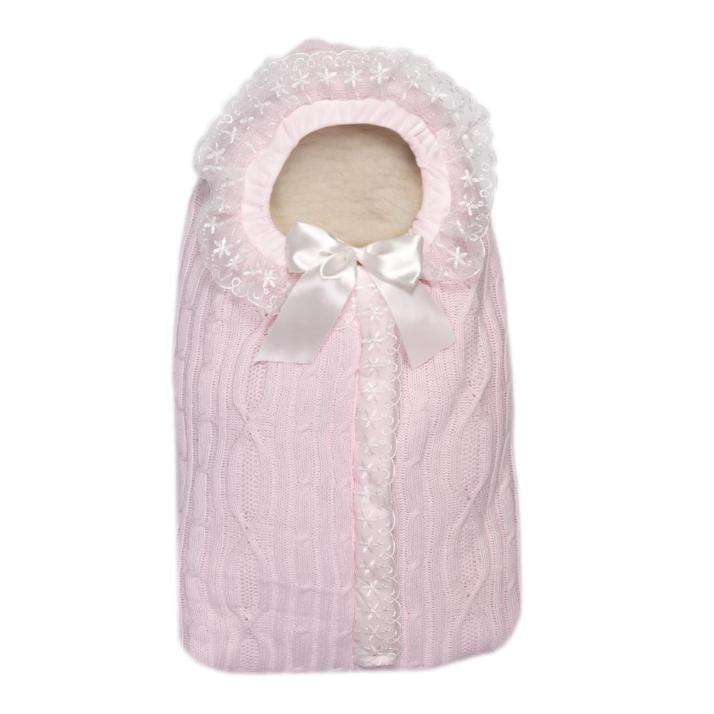 Конверт на выписку Сонный гномик Зимняя радость, цвет: розовый. 1704/2. Размер 741704/2Конверт Сонный гномик Зимняя радость прекрасно подойдет для выписки новорожденного из роддома. В дальнейшем его можно использовать во время прогулок с малышом в коляске-люльке. Конверт изготовлен из 100% акрила на подкладке из шерсти с добавлением полиэстера. В качестве утеплителя используется шелтер (100% полиэстер).Шелтер (Shelter) - утеплитель нового поколения с тонкими волокнами. Его более мягкие ячейки лучше удерживают воздух, эффективнее сохраняя тепло. Более частые связи между волокнами делают утеплитель прочным и позволяют сохранить его свойства даже после многократных стирок. Утеплитель шелтер максимально защищает от холода и не стесняет движений.Конверт с капюшоном спереди дополнен длинной застежкой-молнией с внешней оригинальной планкой. Капюшон присборен на атласную текстильную ленту. Оформлена модель фигурной вязкой и украшена оборками с ажурной вышивкой.Оригинальный конверт на выписку порадует взгляд родителей и прохожих.
