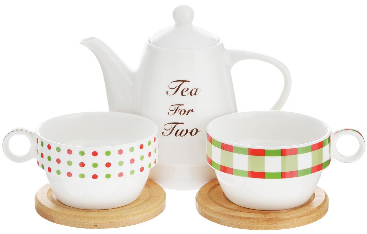 Набор чайный EcoWoo, 5 предметов2012243UНабор чайный EcoWoo - это не только идеальный подарок, но ипрекрасный повод побаловать себя! Набор состоит из 2 фарфоровых чашек, 2бамбуковых подставок и заварочного чайника. Такой набор станет идеальным решением для ценителей экологичных деталей винтерьере ипоклонников здорового образа жизни. Объем чайника: 600 мл. Диаметр чайника (по верхнему краю): 6 см. Высота чайника (без учета крышки): 11,5 см. Объем чашки: 125 мл. Диаметр чашки (по верхнему краю): 9 см. Высота чашки: 5 см. Диаметр подставки: 10 см.