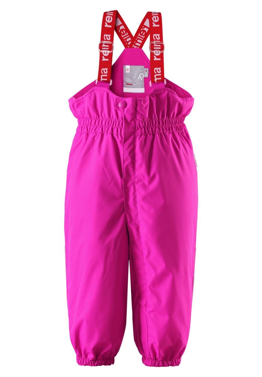 Брюки детские Reima Stockholm, цвет: розовый. 512082-4620. Размер 74512082-4620В этих классических брюках малыши смогут играть на улице весь день, благодаря совершенно водо- и ветронепроницаемому материалу. Прочная ткань пропускает воздух, поэтому ребёнок не вспотеет. Благодаря тому, что все швы проклеены для водонепроницаемости, брюки отлично подходят для активных детей. Пояс с резинкой и регулируемые подтяжки гарантируют посадку по фигуре и комфорт. Благодаря утеплённой задней части брюк малыши не замерзнут катаясь на санках, а силиконовые штрипки удержат концы брючин при любом темпе игры. Собранные внизу брючины лучше держатся на ботинках, поэтому даже если взять их немножко на вырост, брюки не будут соскальзывать с обуви. Эти зимние мембранные брюки от Reimatec рекомендованы для всех видов зимнего отдыха! Водонепроницаемость: Waterpillar over 15 000 mm.